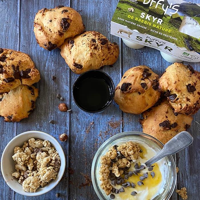 goûter gourmand avec cookies et bol de SKYR Puffy's