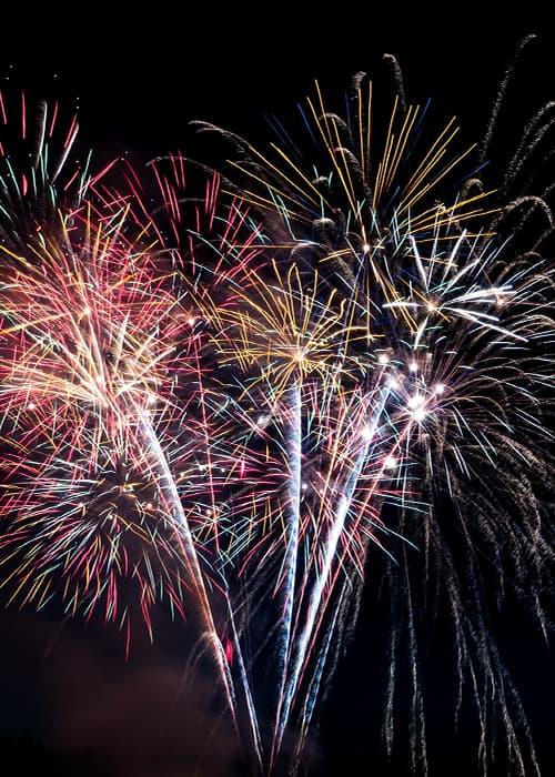 Nouvel an sous les feux d'artifice en Islande