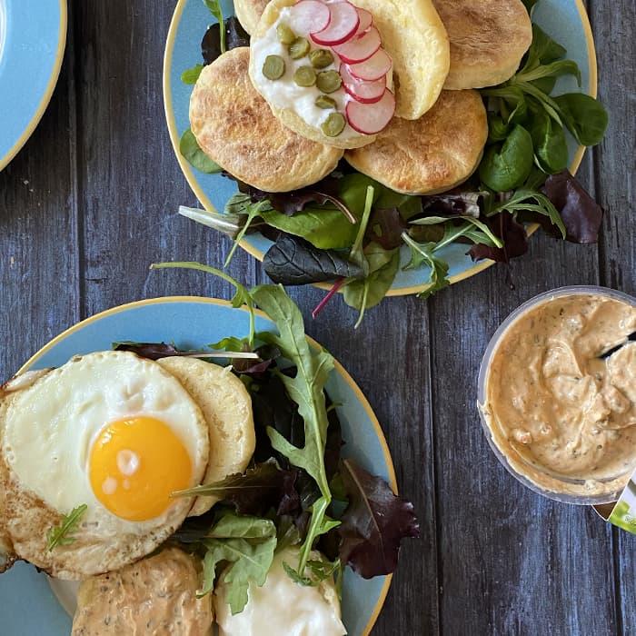 muffins anglais version salée avec des oeufs salades et tartinable SKYR